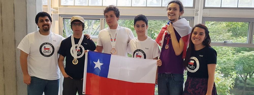 Escolares chilenos triunfan en Olimpiada de Informática en Japón